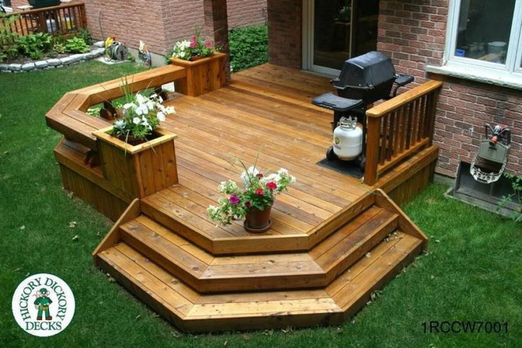 Single level deck with benches and planters (#1RCCW7001).