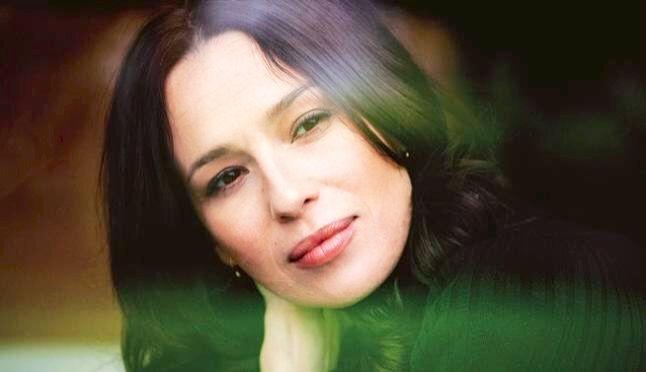 Ariadna Gil Giner es una actriz de cine teatro y televisión española. Wikipedia Fecha de nacimiento: 23 de enero de 1969, Barcelona.
