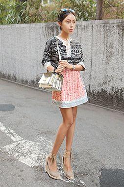 Today's Hot Pick :フェミニン配色プリントスカート【DARK VICTORY】 http://fashionstylep.com/SFSELFAA0014055/khyelyunjp/out スカートの上にラップスカートをもう一枚巻いたような配色のプリントがとてもユニーク♪ ウエストにたっぷりのギャザーを寄せ、裾にかけてAラインに広がります。 程よいフェミニンさを表現できるアイテムです。 ジャケットやブラウスに相性抜群なので是非お試しを。 身長によって着丈感が異なりますので下記の詳細サイズを参考にしてください。 ◆色:ブルー/オレンジ