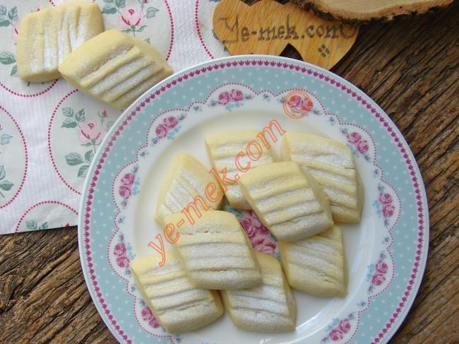 Pastane Usulü Un Kurabiyesi Resimli Tarifi - Yemek Tarifleri
