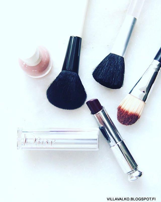 Punaa huuleen! Blogissa on meikkitrendijuttua ja YouTube-vinkki. #blog#blogi#blogissa #nelkytplusbloggaaja #kevään#meikkitrendit #meikit#makeup #makeuplook #contouring#lipstick #weekend #pix #goodlife #lifestyle#brushes #dior#dioraddict