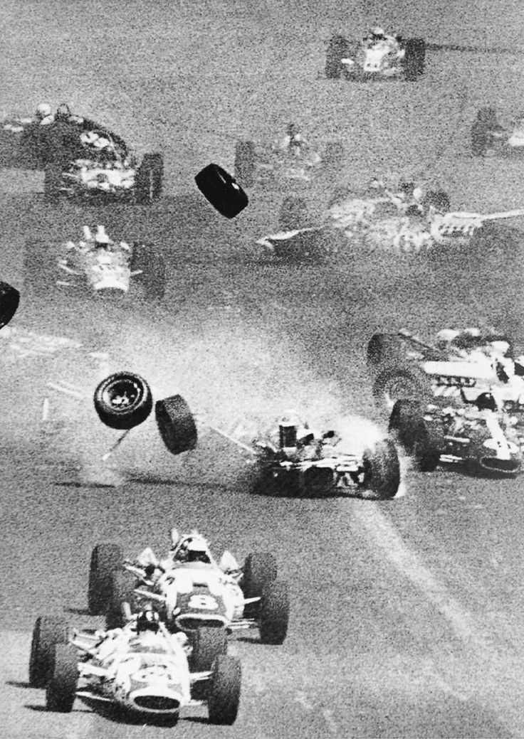 1966 crash that blocked up the whole main strait before even a lap was done