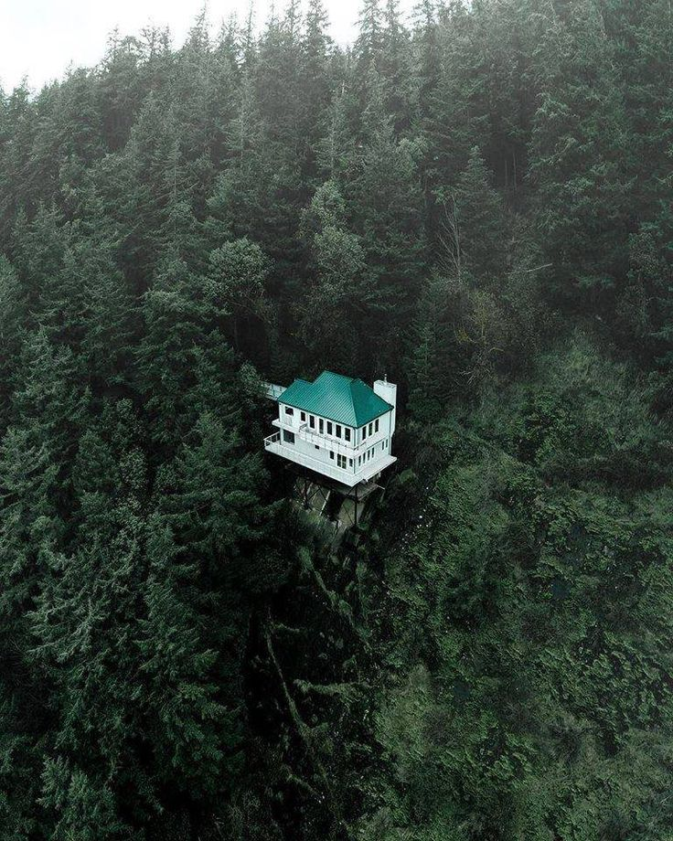 The cliffhanger house