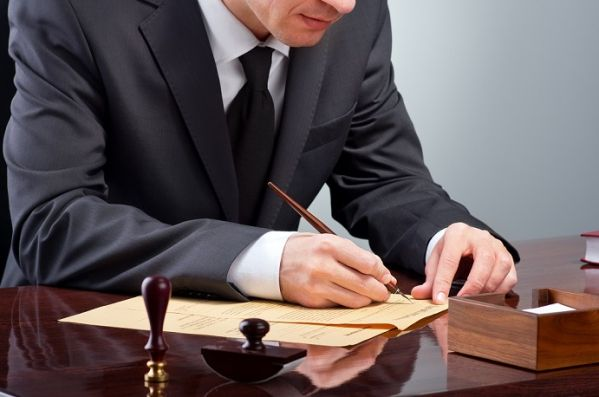 Poznaj swoje prawa: Kiedy możesz odziedziczyć emeryturę po mężu lub żonie?