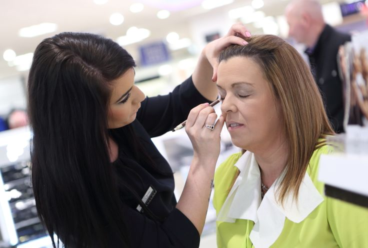Andrea Fulton gets her winning makeover that her daughter, Sheree, nominated her for. We love it! Do you?