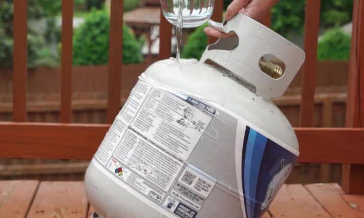 Avoir su ça, j'aurais versé de l'eau bouillante sur mon réservoir de propane avant aujourd'hui!