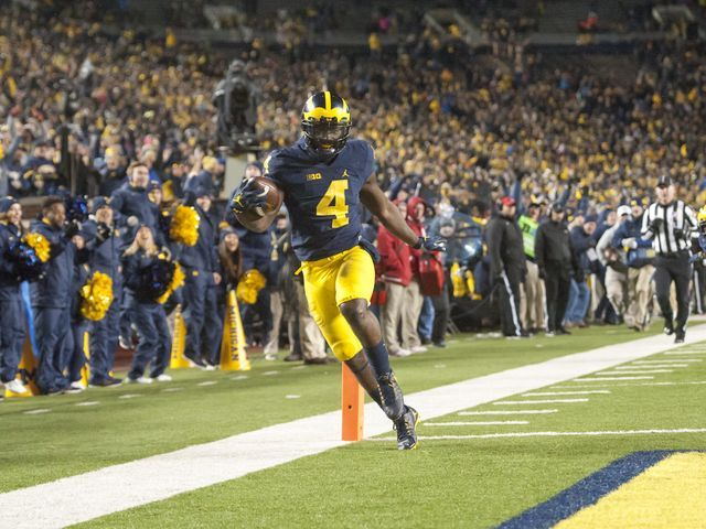 Smith powers Michigan, setting up huge OSU game