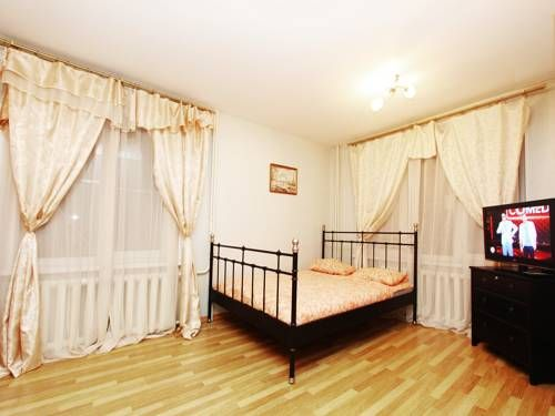 ApartLux Kuzminki Moscow Located just a 20-minute walk from Kuzminki Park, ApartLux Kuzminki features free Wi-Fi and a fully equipped kitchen. The Red Square is 7 metro stops away.