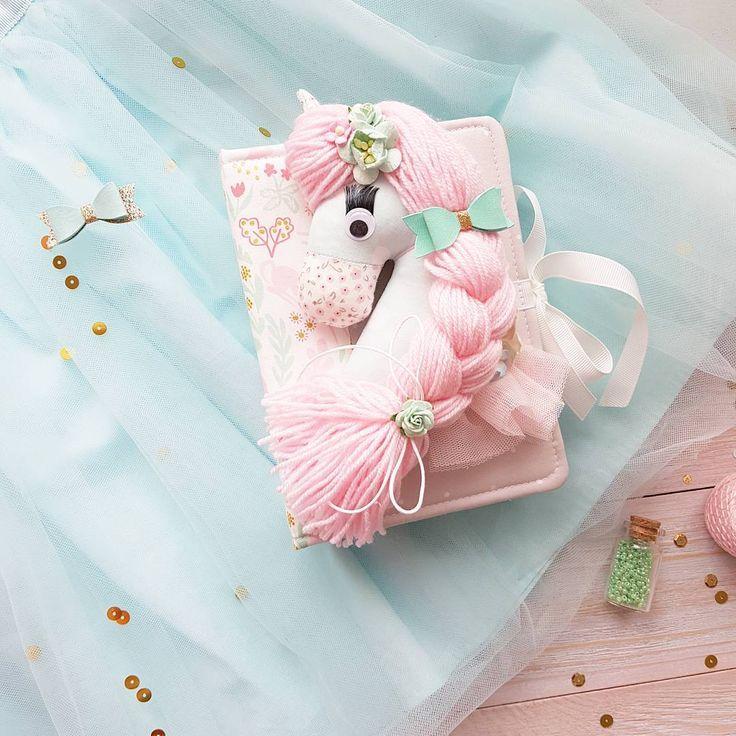 142 отметок «Нравится», 6 комментариев — Фотоальбомы Ручной Работы (@yujina_handmade) в Instagram: «Только для принцесс 🦄 Какая малышка не мечтает о единороге? У меня есть один ) и не простой , а в…»