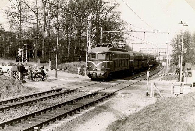 Spoorwegovergang Oude Amersfoortseweg - Hilversum - Google Search