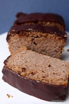 Ein Kuchen, der auf der Zunge schmilzt - solch ein cremiges, nussiges Träumchen bekommt ihr heute mit dem Maronen-Mandel-Kuchen.