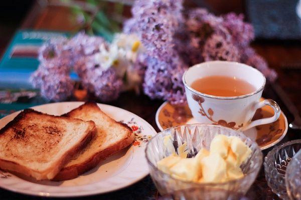 Чашечка кашмирского чая в холодный осенний вечер – лучший способ поднять настроение! Ингредиенты Листовой зеленый чай 4 ст. л. вода 4 стак. кардамон 2 короб. шафран по вкусу корица по вкусу миндаль 1 гор. сахар по вкусу мед по вкусу Способ приготовления Залейте чай с кардамоном, шафраном и корицей холодной бутилированной водой, доведите до кипения, …