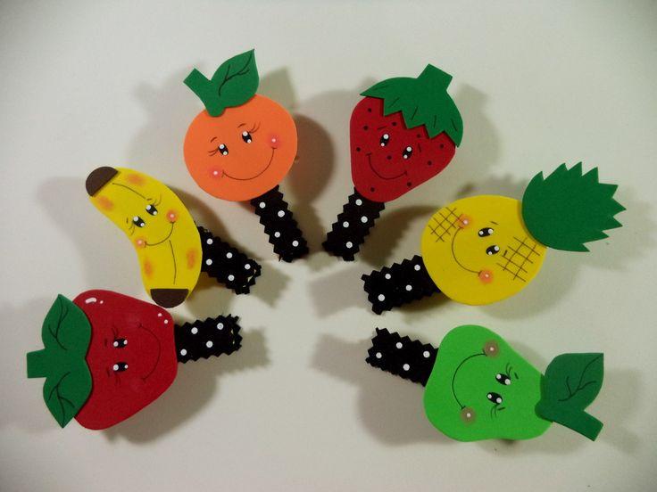 Pregador decorado com frutas feito em eva com imã  Feito sob encomenda acima de 12 unidades.  Prazo de produção de 10 dias úteis, dependendo da quantidade    Leia as políticas da loja