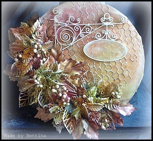 Herfst mixed media Ik ben gek op de herfst, associeer dat ,jammer, genoeg altijd met eten: vijgen, druiven, stamppotten bokbier... maar natuurlijk ook de mooie hefstkleuren van bomen en struiken. Daarop geïnspireerd dit canvas met heel veel takjes en bladeren.