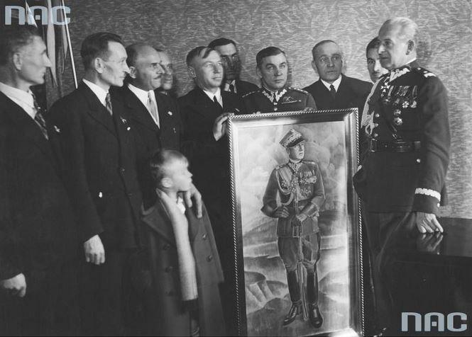 Spotkanie byłych więźniów. Widoczny m.in. generał Bolesław Wieniawa-Długoszowski (1. z prawej).