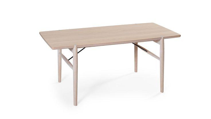 Medley Soffbord vitpigmenterad ek från Bord Birger. Handla soffbord online, vi har ett stort utbud av soffbord på nätet. Fri frakt & personlig service!