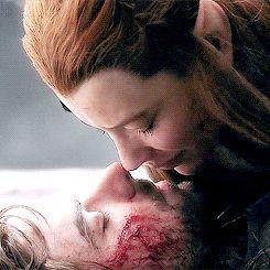 Tauriel kisses Kili. Heartbreaking. Who needs a heart, right? :(