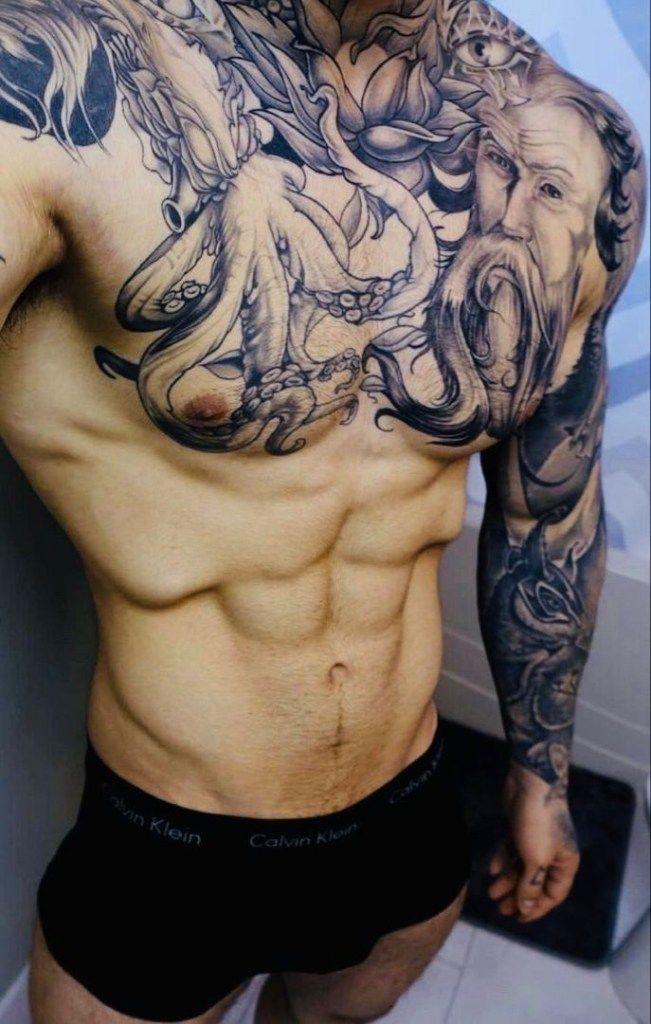 Sexy tattoo mann