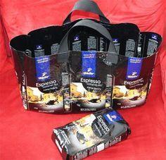 Die Tasche wird aus gebügelten, also verschweissten Kaffeepackungen einfachzusammengenäht. Ich konnte kaum glauben wie stabil und praktisch unsere Kaffee-Einkaufstasche geworden ist. . Aktuelle Tchibo-Gutscheine Die Verpackungen für meine Tasche stammen von Tchibo-Kaffee Espresso ganze Bohnen. Aber wichtig ist, dass es diese festen Tüten sind. // Wenn die Packungen gut geleert und ausgewaschen sind, schneide ich sie oben und unten gerade ab. Damit ich auch wirklich ein straparzierfä...