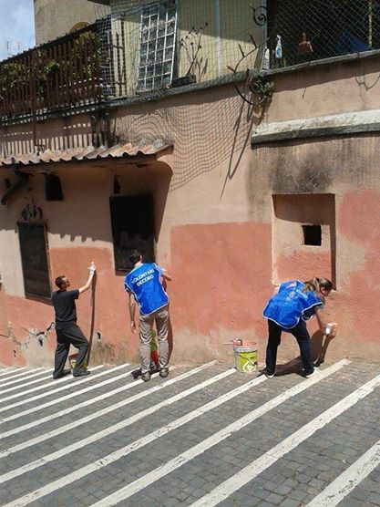 Retake Roma is a non-registered movement of citizens who decide to actively make Rome look nicer. Cleaning, repainting, creating... it's fun!