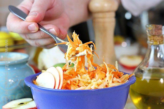 Salata de crudități cu țelină, morcov și măr- rețeta video