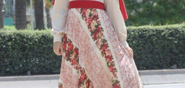 Moda Tesettür Elbise  İlk bahar ve yazlık tesettür elbise modelleri hakkında bilgiler ve örnekler veren makalemizi okuyarak yeni moda tesettür elbiseler hakkında fikir sahibi olabilirsiniz.