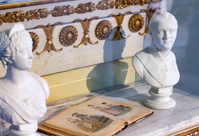 1900th century style has its charms. / 1800-luvun lumoa ei käy kiistäminen. www.valaistusblogi.fi