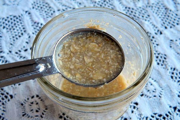 Egy csodálatos kence és a kellemetlen arcszőrzet örökké a múlté      2 evőkanál méz     1 evőkanál zabpehely     2 teáskanál citromlé