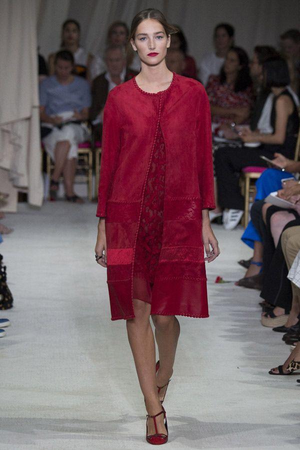 Сочетание вишневой замши и кружева с нежным полупрозрачным платьем с вышивкой 2016