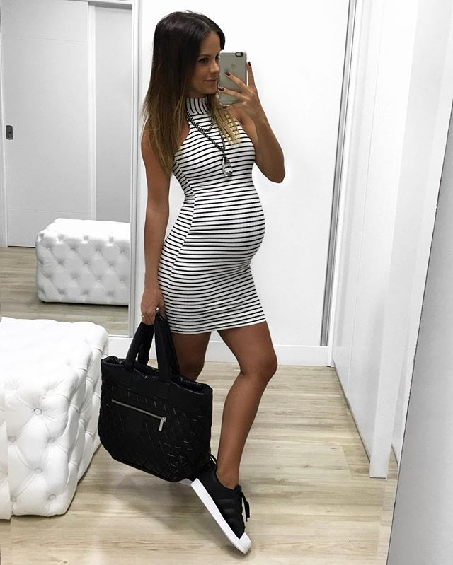 PB for today ✔️ vestido @itstoreonline // tênis @adidasbrasil // bag @chanelofficial #outfit #ootd #itstoreonline #adidas #pregnant #baby