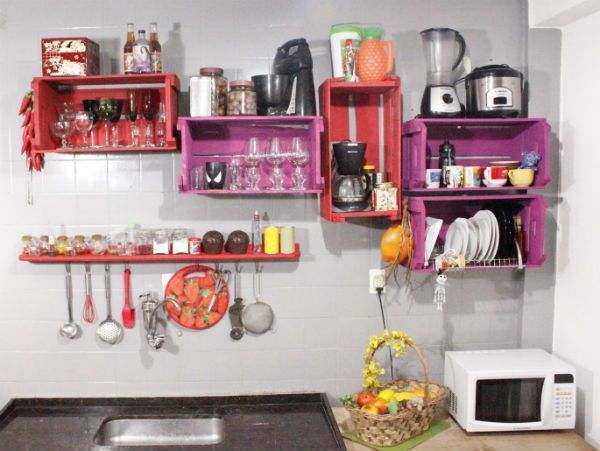 caixote-de-madeira-decoracao-cozinha-estante-colorida-opinando-moda
