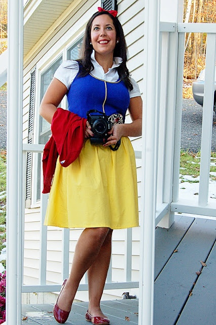 DIY Snow White Costume....might do for Halloween.......