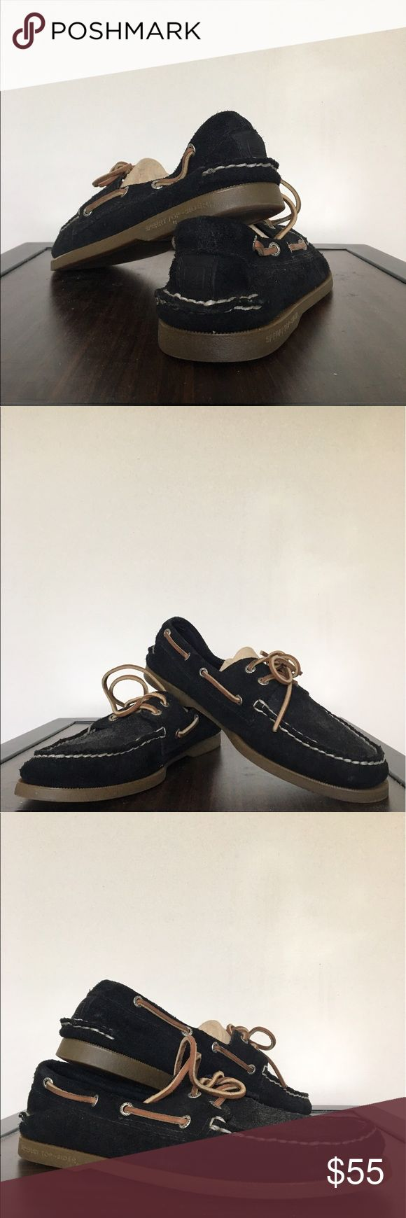 Sperry Topsider Men's Authentic Original Boat Shoe Very comfortable, lightly worn, black boat shoes. They come with shoe trunks. Can be worn casually or dressed up with slacks. Mens 9 1/2 Sperry Top-Sider Shoes Boat Shoes