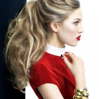 男のコも女のコも大好きな大人気のヘアスタイルポニーテール。 少しのアレンジで外国人風ウェーブを作っちゃおう(∩^ω^)⊃━☆゜.*・。 ゆるふわの自然なウェーブが何よりの飾らないおしゃれ♡