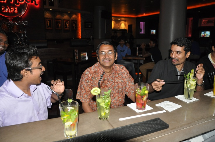 Fans enjoy a good chat and flavorful Mojitos
