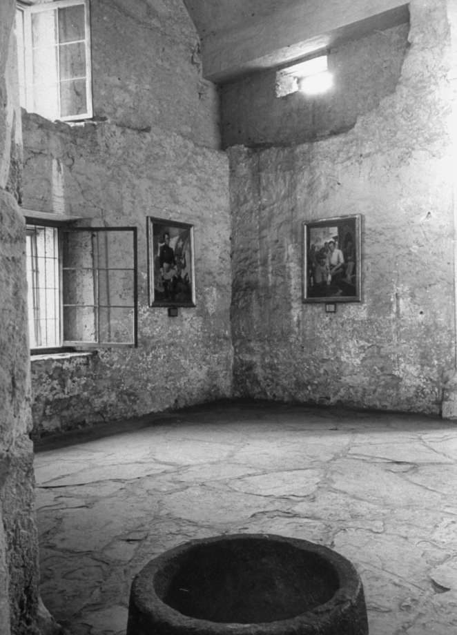 Chapel in the Alamo on Dec. 31, 1944. Photo: Alfred Eisenstaedt, Time & Life Pictures / Getty Images / Time & Life Pictures/Getty Images