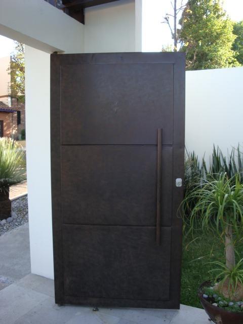 17 mejores im genes sobre fachadas en pinterest puertas for Puertas de metal minimalistas