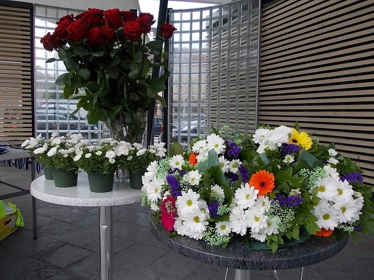 Granitin aukion esiintymislava ja Granitin Kukan kukkia!