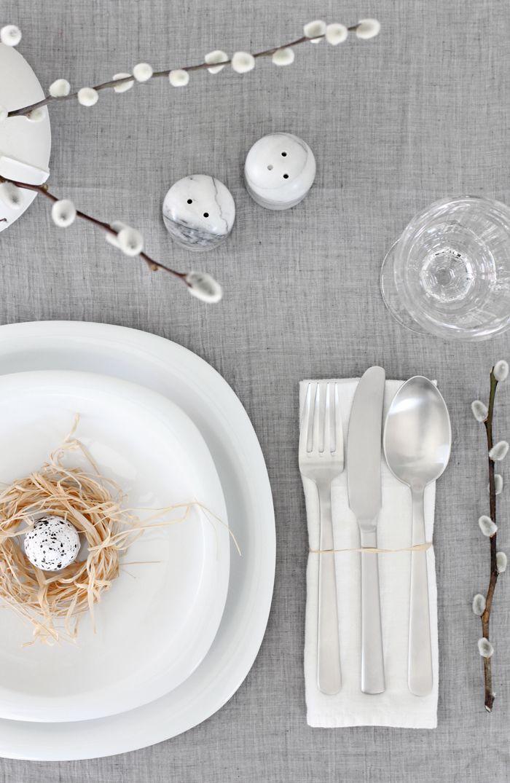 Inspiratiezaterdag no.38, een basic grijs met witte tafelsetting voor Pasen! Je leest het op http://www.stijlhabitat.nl/inspiratiezaterdag-no-38/