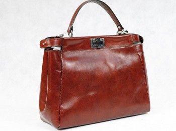 Kuferek damski Vera Pelle 5409  Włoska torebka wykonana z naturalnej skóry włoskiej w kolorze koniakowym.Posiada dodatkowy pasek na ramię.Mieści format A4.