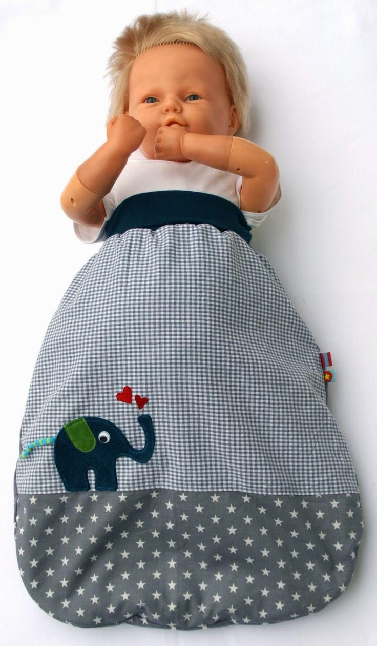 Nach einem Gratis-Schnittmuster habe ich diesen Pucksack in der Größe 0-3 Monate genäht. Der Außensack besteht aus zwei verschiedene...