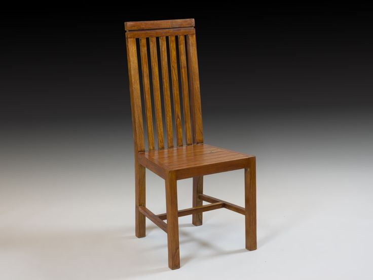 silla colonial de madera con respaldo de barrotes