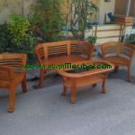 Kursi Tamu Minimalis Cantikmerupakan furniture kursiMebel Jeparayang memiliki keindahan untuk ruang tamu dan harganya juga relatif terjangkau dan produk ini model terbaru furniture jepara sehingga bagus di ruang tamu dan terbuat dari kayu jati pilihan yang berkualitas sangat bagus .Kursi Tamu