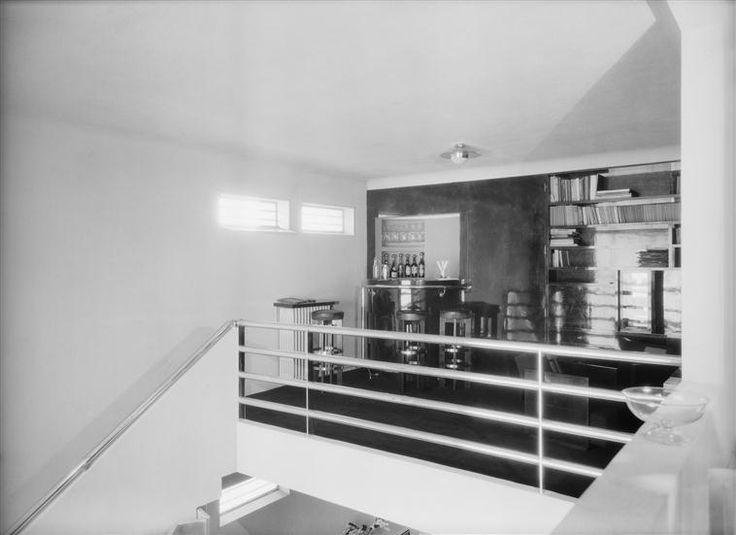 Salon fumoir sur la mezzanine de la maison studio de for Salon sur la rue
