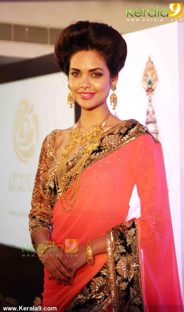 esha gupta at world gold council azva wedding jewellery collection launch photos 11-004
