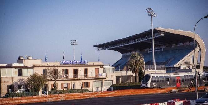 Le match Bastia - Nantes comptant pour la 27e journée de Ligue 1 et prévu le week-end prochain a été reporté après une réunion ce mercredi entre les pouvoirs publics et la Ligue de football professionnel.