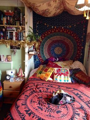 dreamy hippie bedroom / boho / colorful