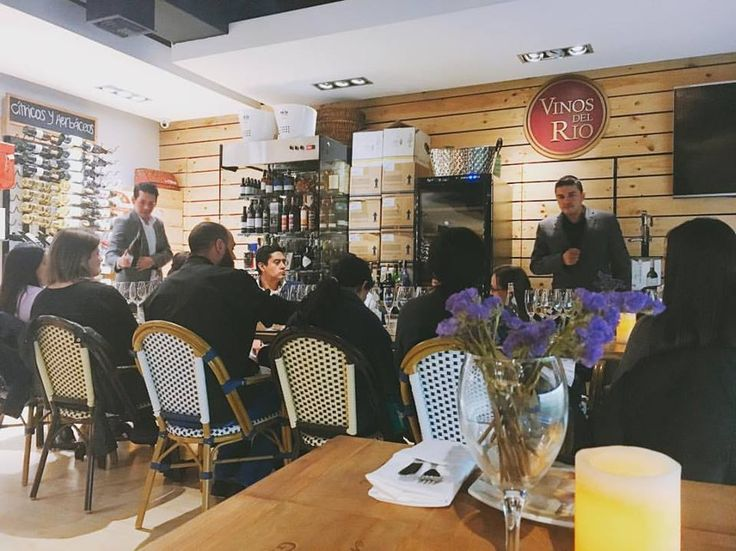 ¿Quieres asistir a nuestras catas? Todos los jueves en Bogotá tenemos catas maridajes. Reserva al teléfono 5305342 o al correo reservas@vinosdelrio.com 👌🏻🍷 #catadevinos #bebevino #vino #vinosdelrio
