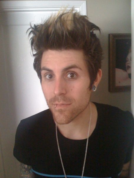oh Davey Havok even before u stopped wearing makeup u were still hot!
