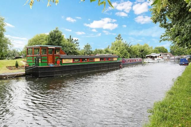 2 bed houseboat for sale in Packet Boat Marina, Packet Boat Lane, Uxbridge UB8 -              £130,000                        Guide price MARCH '17
